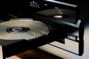 Kapazität und Wellenlänge von CD, DVD und Blu-Ray-Disk